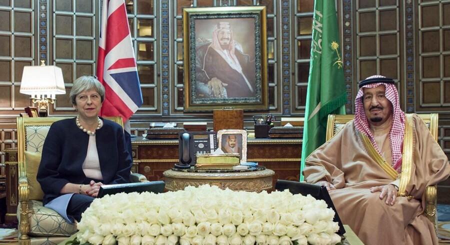 - Premierministeren gjorde det klart, at tilførslen af kommercielle forsyninger til Yemen må genoptages, hvis vi skal forhindre en humanitær katastrofe, oplyser Theresa Mays kontor torsdag om mødet. Scanpix/Bandar Al-jaloud