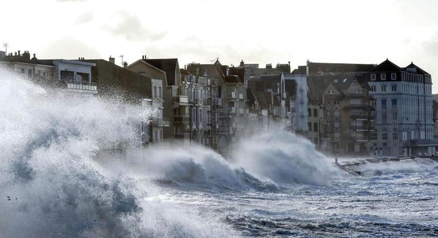 Arkivfoto. Bølger i Frankrig.