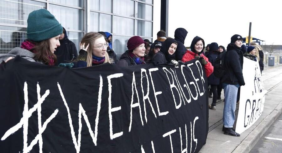 Aktion mod udvisninger Aktionsgruppen Welcome To Denmark har tirsdag venteti Roskilde Lufthavn for at blokere en udsendelse af afviste asylsøgere fra Afghanistan.
