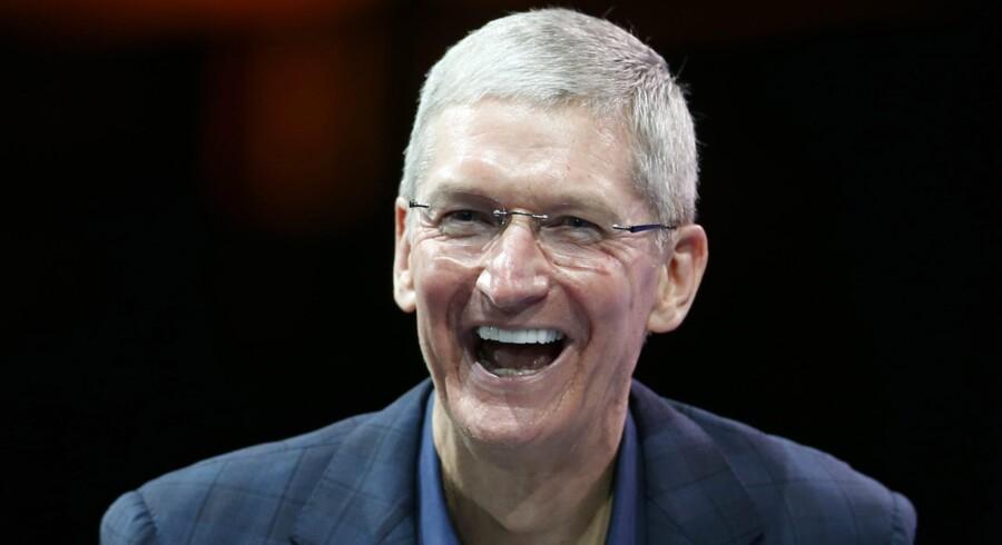 Tim Cook fik den tilsyneladende umulige opgave at efterfølge navnkundige Steve Jobs som topchef i Apple. Nu sidder han på verdens største pengebjerg.