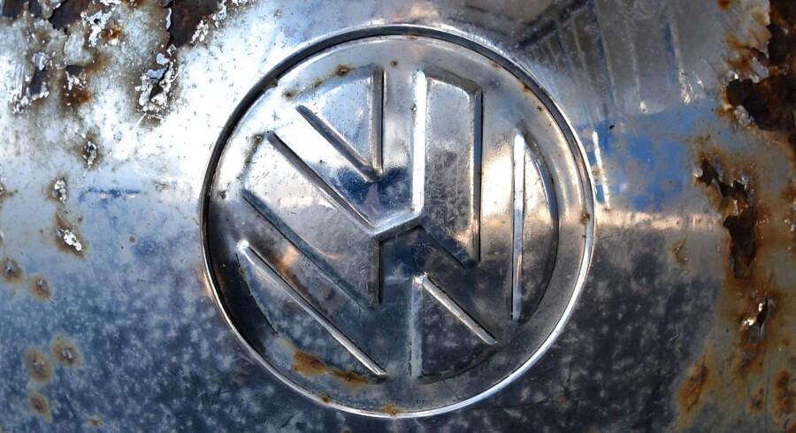 VWs afsked min sin hushistoriker ripper nu op i koncernens nazi-fortid, og en stor gruppe akademikere går nu til angreb på koncernen.