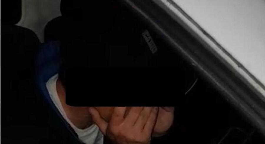 Pædofiljægere poserede som en 14-årig dreng online, og den 43-årige David var interesseret og arrangerede et møde i en parkeringskælder. Pædofiljægerne konfronterede David og hængte ham offentligt til tørre med navn og umaskerede billeder og video. Få dage senere begik David selvmord. Hans sag, navn og billeder har været offentliggjort i britiske medier, men vi bringer her kun fornavn og har maskeret billede fra den offentliggjorte video.