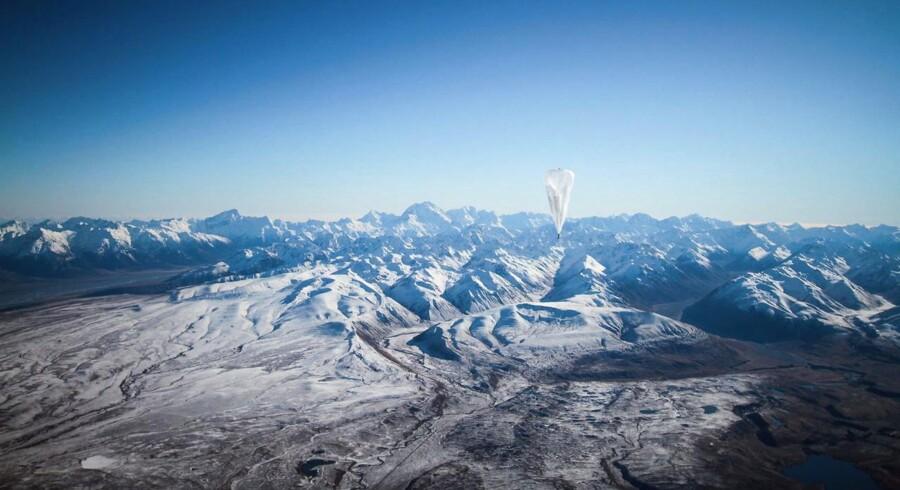Google har sendt 30 luftballoner med antenneudstyr op over New Zealand i et forsøg på at skabe internetadgang til mennesker i øde områder, hvor der ikke er adgang til internettet nu.