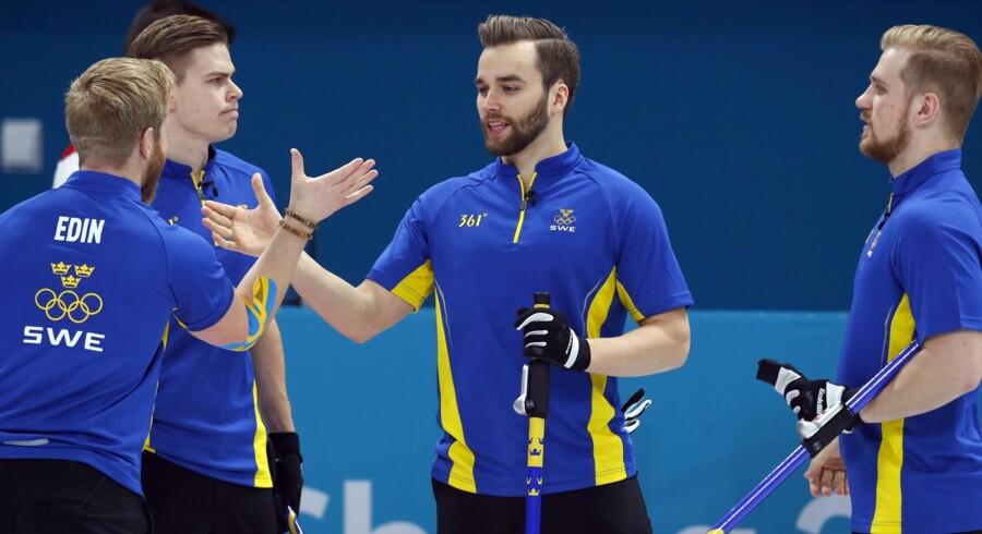 Det svenske curlinghold er finaleklar i overlegen stil ved OL i Sydkorea. I finalen venter overraskelsen fra USA. Reuters/Phil Noble