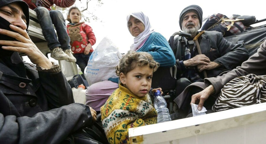 ARKIVFOTO: Mennesker på vej væk fra Ghouta