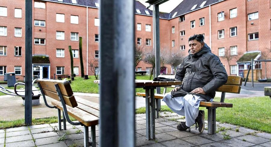 Lars Løkke varsler opgør mod ghettoer og parallelsamfund i Danmark. Nu har Dansk Folkeparti så foreslået at unge under 18 skal være hjemme inden kl. 20 i de udsatte områder. Her er det Mjølnerparken i København.