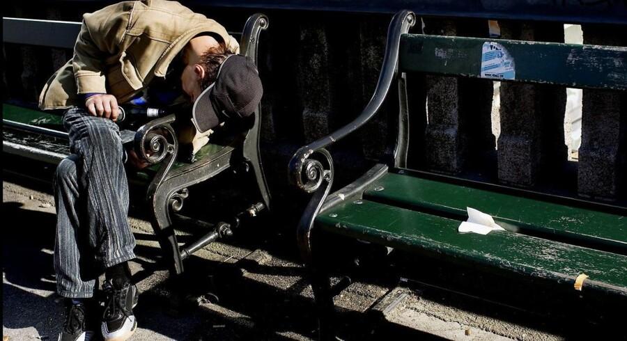 Københavnerbænkene må lægge brædder til mange ting. Branderter, kærester, pensionister og andet godtfolk: Og nu oplever de også, at tyve har fået øjnene op for dem.