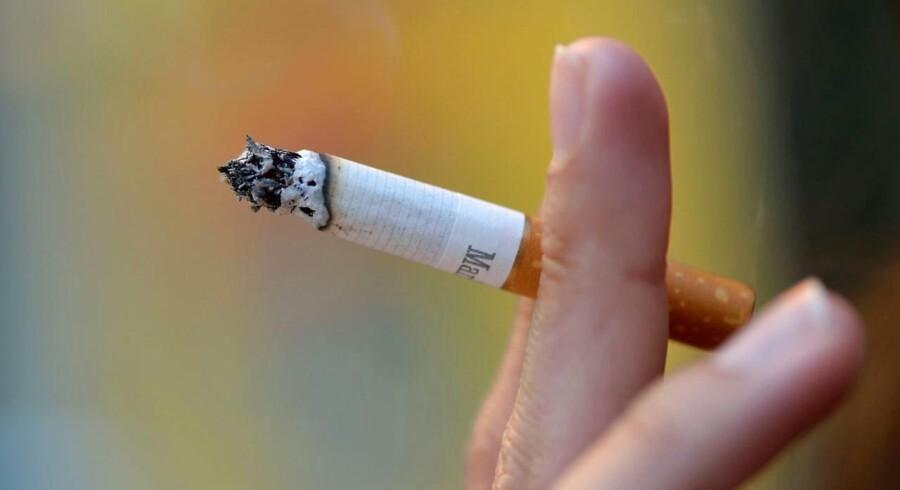 Elever og kommunalt ansatte skal måske til at finde nikotinplaster og tyggegummi frem. KL vil have kommunerne til at overveje rygeforbud i skole- og arbejdstid.(Foto: ERIC FEFERBERG/Scanpix 2017)