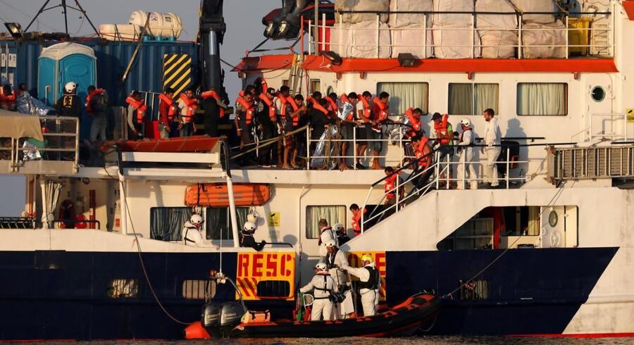 Den maltesiske NGO MOAS i færd med redningsarbejde i Middelhavet.