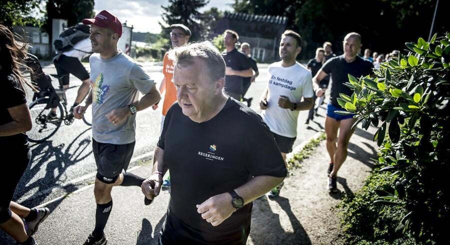 """Statsminister Lars Løkke Rasmussen tog mandag forskud på Copenhagen Pride ugen ved at invitere danskerne ud på en fælles løbetur fra Marienborg under overskriften """"Run with Pride""""."""