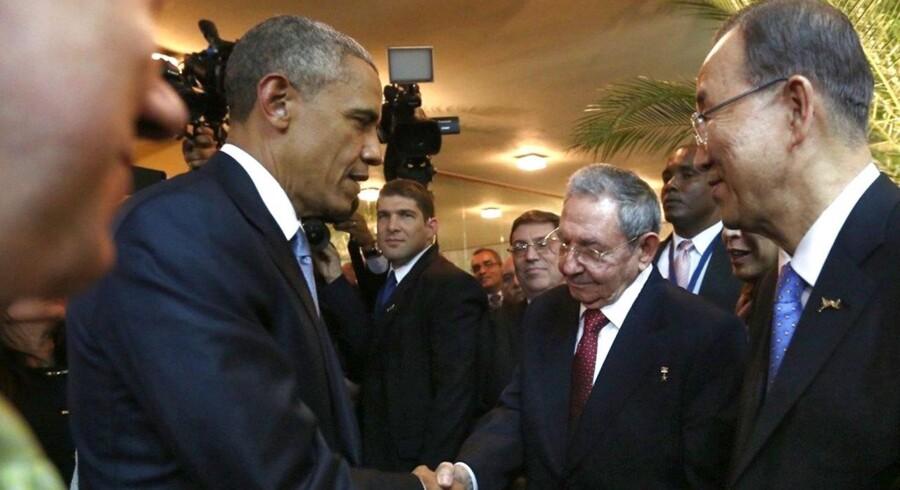 De to præsidenter mødtes med kolleger fra hele det amerikanske kontinent til topmøde i Panama lørdag, skriver Reuters.