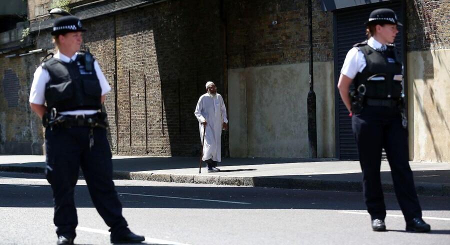 Politiet efterforsker nattens påkørsel af lokale moske-gængere som et terrorangreb ligesom de to tidligere angreb ved Westminster Bridge og London Bridge / AFP PHOTO / Isabel INFANTES
