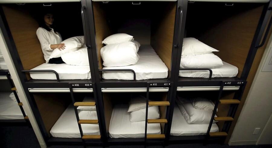 Japans ikoniske kapselhoteller er designet til at kunne rumme én liggende person og ikke meget mere end det