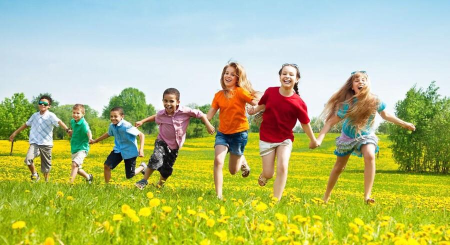 »Tidens tendens til at afkorte barndommens lykkeland og erstatte det med førskole, målstyring, læreplaner og gøre børn til små voksne, der også har travlt og lider af stress, er i mine øjne et af vor tids største problemer.« Arkivfoto