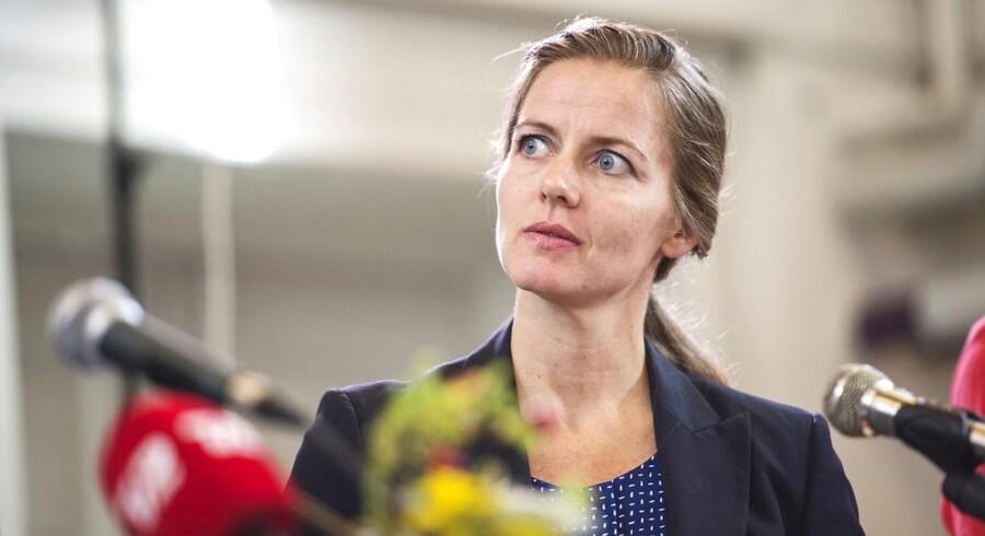 »Jeg har bedt Styrelsen for Patientsikkerhed se på, om problemet kan løses ved, at lægevagtordningerne eventuelt kan organiseres anderledes,« skriver Ellen Trane Nørby i en skriftlig kommentar.