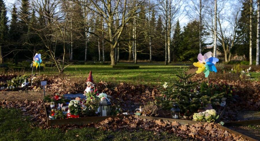 ARKIVFOTO. Nogle steder i landet må forældre, der har mistet et barn, tage stilling til gravstedet allerede efter ti år.