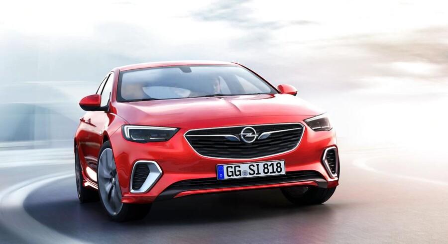 Firmabil i sportstøj. Opel har valgt at hive GSi-navnet frem af gemmerne og bruge det på en mere dynamisk Insignia