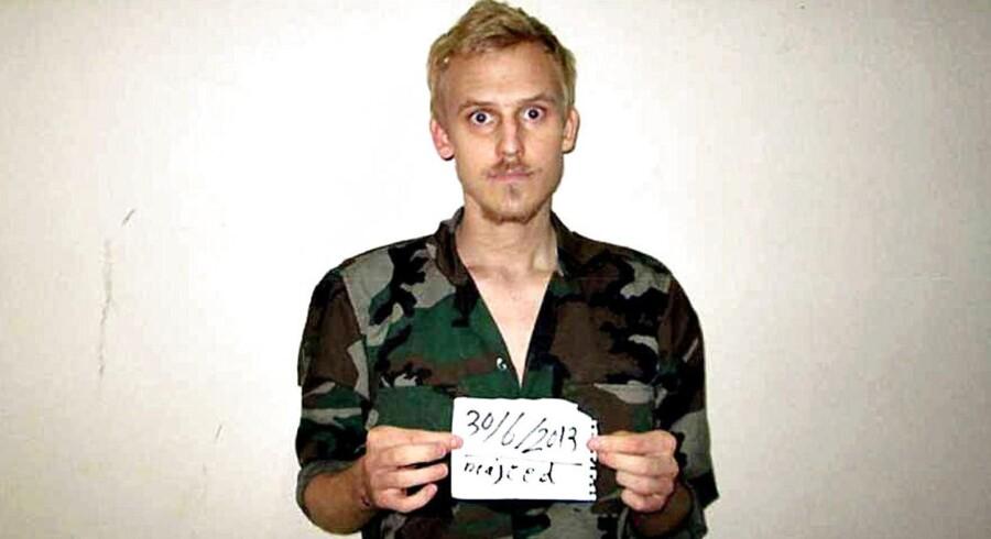 ARKIVFOTO: Den danske fotograf Daniel Rye blev holdt som fange af den berygtede IS-gruppe »The Beatles«, der tog dette billede af danskeren som led i forhandlingerne om at købe ham fri. Gruppens to tilbageværende medlemmer er nu blevet anholdt.