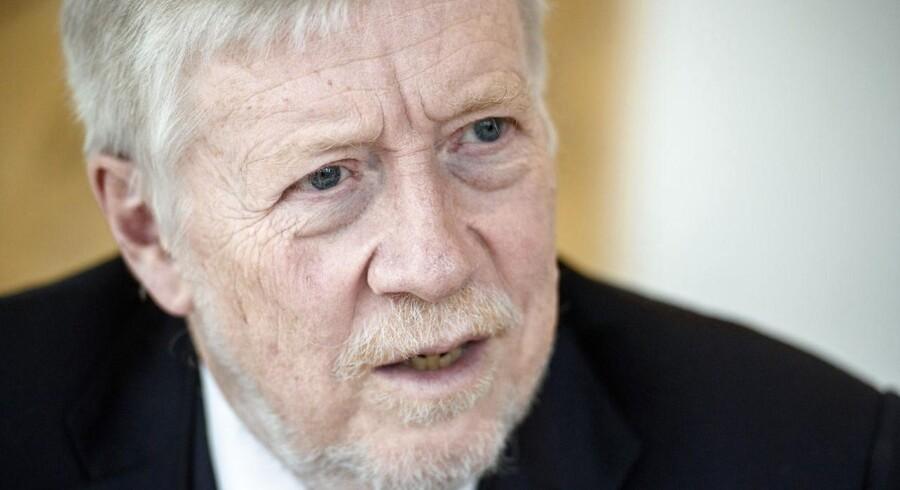 Nordea Danmarks direktør Peter Lybecker erkender, at banken fortsat har udfordringer med at holde fast på dens kunder.