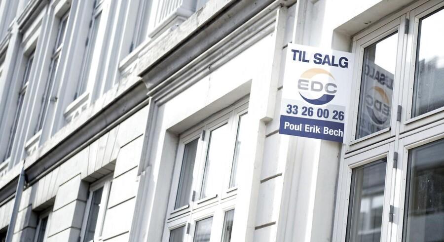 Arkivfoto: En undersøgelse, som boligsiden Boliga har foretaget, viser, at de ejerlejligheder, der er solgt i familiehandel i 2016, i gennemsnit er handlet 59.472 kr. over den offentlige vurdering.
