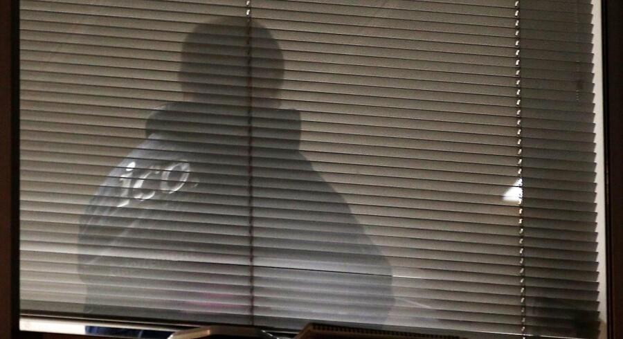 Efterforskere fra Storbritanniens Information Commissioners Office (ICO) indledte fredag aften ransagninger i Cambridge Analyticas kontorlokaler. REUTERS/Henry Nicholls