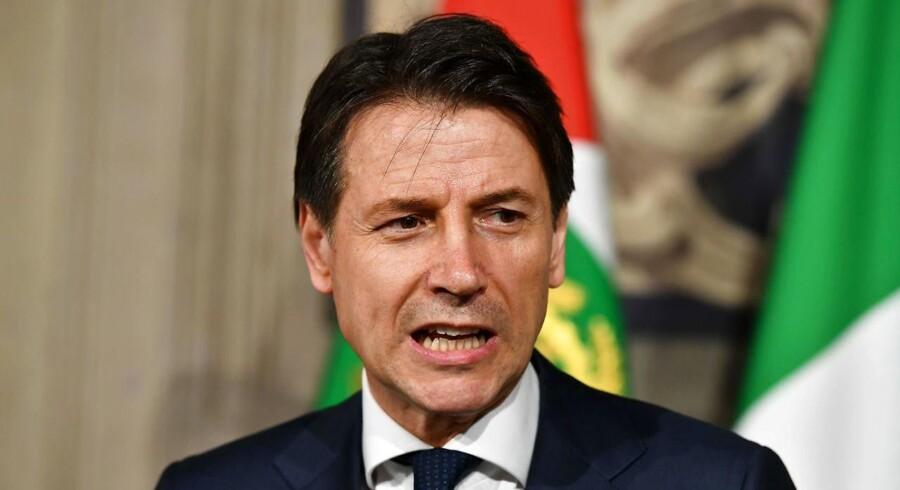 Krise i Italien. Teknokraten, der var udset til at lede en ny regering, kaster håndklædet i ringen.