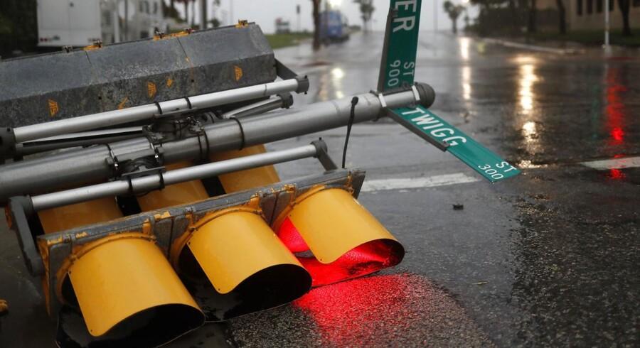 Fredag lokal tid ramte orkanen delstaten Texas med en vindstyrke på 55 meter i sekundet.