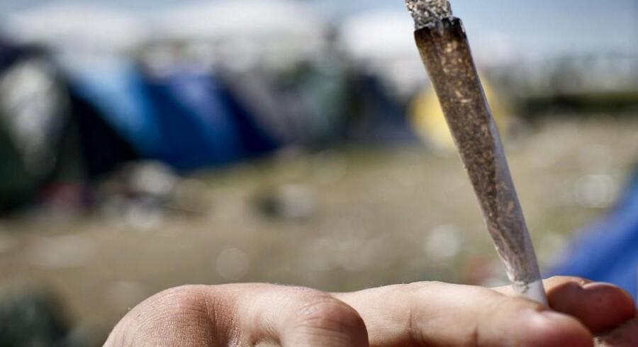 ARKIVFOTO: Når man både starter og slutter dagen med at ryge en joint, ødelægger det livet, fortæller Jacob, som fik hjælp til at stoppe sit hashmisbrug af kommunens anonyme behandlingstilbud til misbrugere i job ellerunder uddannelse, PAS. »Jeg kom til et punkt, hvor jeg ikke syntes, det var sjovt at leve længere,« tilføjer Jacob, som også er anonym.
