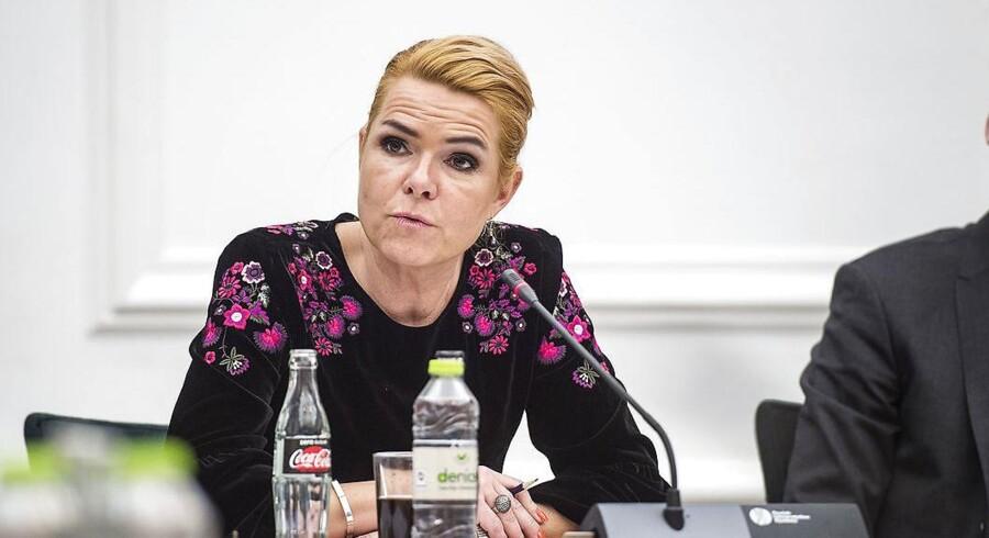 Udlændinge- og integrationsminister Inger Støjberg (V) var i går til åbent samråd om forholdene for afviste asylbørn på Udrejsecenter Sjælsmark i Nordsjælland.