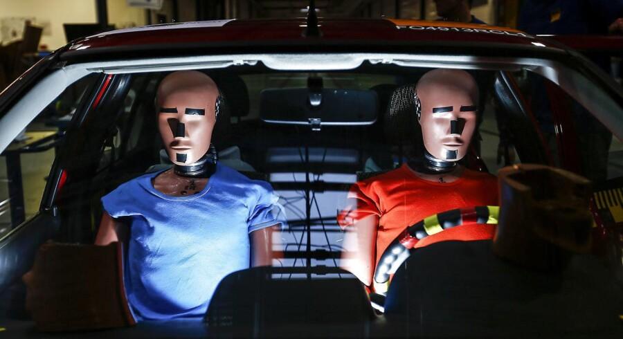 Euro NCAP smadrer dukker i bilkøbernes tjeneste.