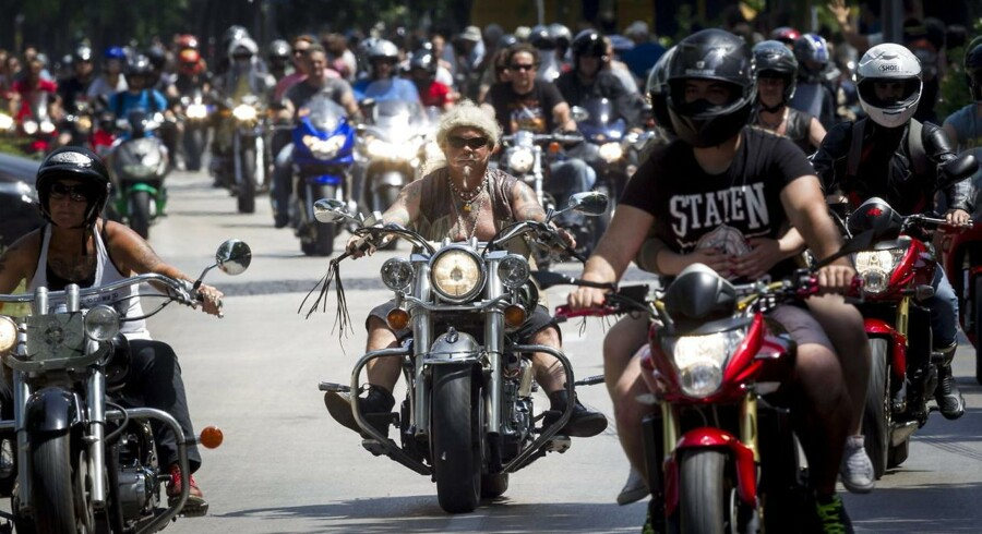 epa04797210 Motorbikers parade during the 16th Harley-Davidson Open Road Fest, Hungary's largest annual festival of motorcycle riders at Lake Balaton, in Csopak, 122 kms southwest of Budapest, 13 June 2015. EPA/Zsolt Szigetvary