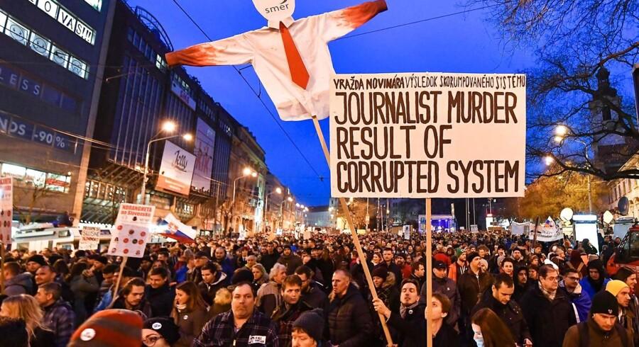 Slovakiets premierminister Robert Fico træder tilbage, efter massive folkelige protester i kølvandet på mordet på journalist.