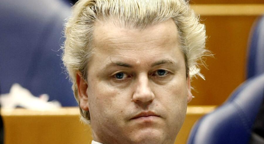 Den islamkritiske hollandske politiker, Geert Wilders, roser Anders Fogh Rasmussen for at støtte op om ytringsfriheden i forbindelse med Muhammed-krisen. Statsministeren understreger, at regeringen ikke deler synspunkter med politikeren.
