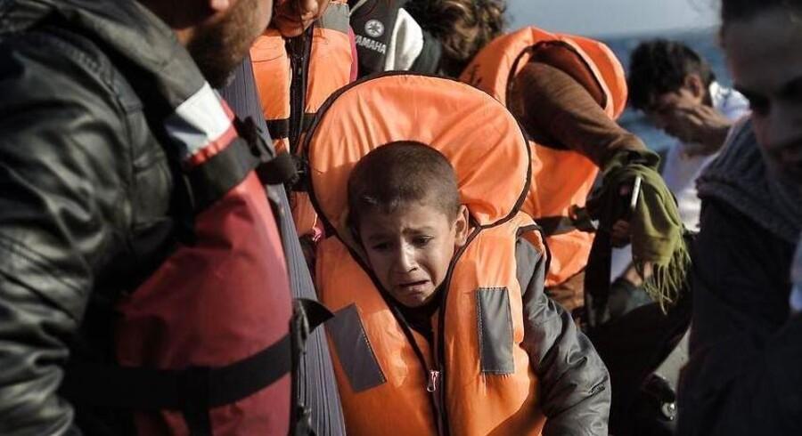 Både med flygtninge og migranter ankommer hver time til den græske ø Lesbos. Men nu vil det svenske parti Sverigedemokraterna sørge for, at de mange mennesker på flugt ikke sætter kursen mod Sverige.