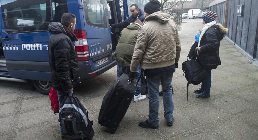80 pct. af blå bloks vælgere og 63 pct. af rød bloks vælgere mener, at flygtninge- og indvandrerpolitik er det vigtigste for regeringen. Arkivfoto fra Padborg Station: Claus Fisker