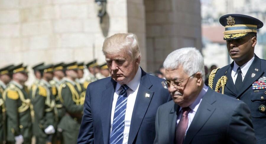 epa05983074 USAs præsident Donald Trump og den palæstinensiske præsident Mahmoud Abbas efter mødet mellem de to i Betlehem den 23. maj 2017. Ifølge israelske medier kaldte Donald Trump den palæstinensiske præsident for en løgner. EPA/ATEF SAFADI