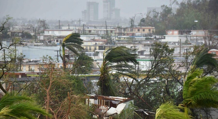 Puerto Ricos 3,5 millioner indbyggere står uden strøm, da orkanen Maria har forårsaget kæmpe nedbrud.