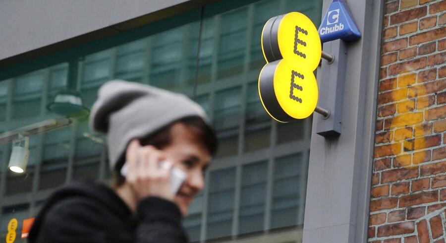 Storbritanniens største mobilselskab, EE, er ved at blive solgt. Arkivfoto: Suzanne Plunkett, Reuters/Scanpix