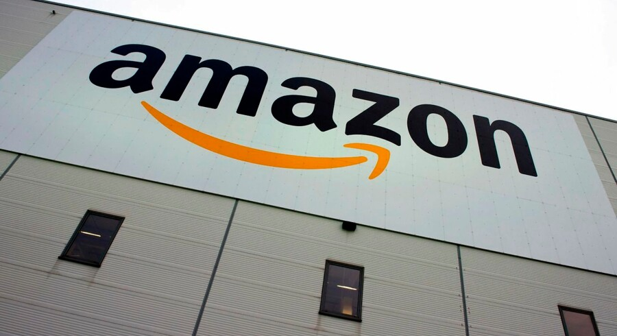 "EU: Luxembourg gav Amazon milliardstor skattefordel Luxembourg skal kræve penge retur fra it-gigant - de fik ulovlig skattefordel, siger kommissær Vestager.Se RB kl.11.44. (FILES) This file photo taken on November 11, 2014 shows the logo of US online retail giant Amazon displayed on the Brieselang logistics center, west of Berlin. EU competition chief Margrethe Vestager on October 4, 2017 ordered Amazon to pay 250 million euros in back taxes linked to an ""illegal tax break"" that Luxembourg granted the internet shopping giant. ""Luxembourg gave illegal tax benefits to Amazon. As a result, almost three quarters of Amazon's profits were not taxed, "" Vestager said in a statement. / AFP PHOTO / John MACDOUGALL"