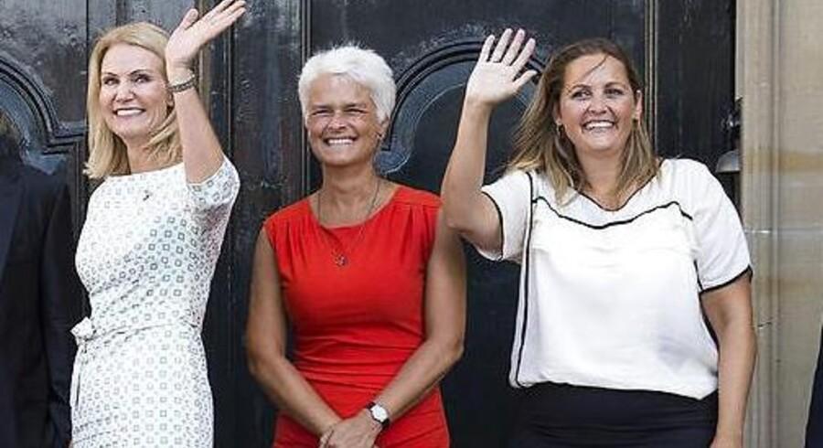 ARKIVFOTO: Anette Vilhelmsen og Pia Olsen Dyhr præsenteres som to af de nye ministre af Helle Thorning-Schmidt efter en ministerrokade.