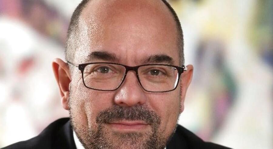 Stig Hellstern. adm. direktør og ejer, Jydsk Emblem Fabrik om at overtage familievirksomheden: »Følg Deres mavefornemmelse Deres Kongelige Højhed«.
