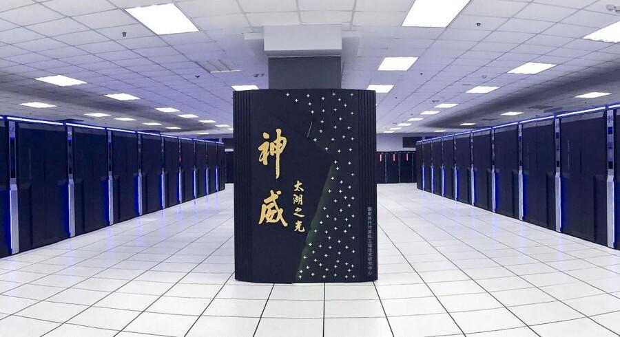 Kina er i færd med at fastslå sin stilling som det land, der fremstiller flest af de såkaldte supercomputere. Det lyder måske ikke særlig vigtigt, men markedet for disse computere ventes at fordobles frem mod år 2022, og det bliver stadig mere vigtigt at være med i den teknologiske front.