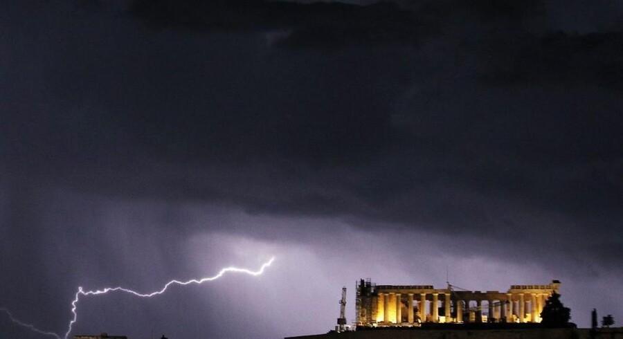 Grækenland var på vej ud over kanten efter finanskrisen. Lige nu peger pilen dog den rigtige vej. Her ses Parthenon på Akropolis i Athen.