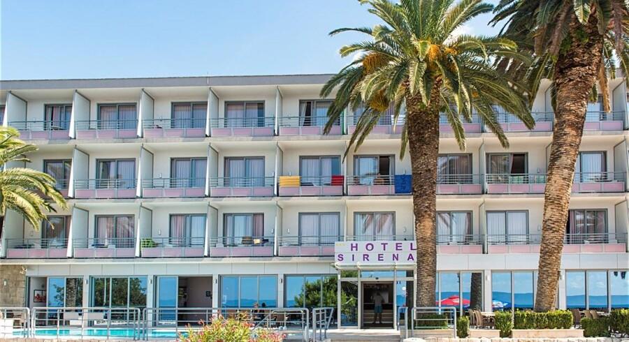 Gæsterne på hotel Sirena i Podgora i Kroatien blev natten til søndag tvunget til at forlade deres hotel på grund af en kraftig skovbrand.