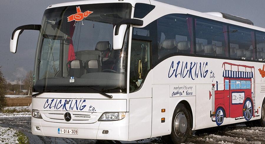 Politiet efterlyser stjålet turistbus. Politiet bruger helikopter i jagten på stjålet turistbus. Natten til onsdag forsvandt den kulørte belgiske bus i København. Scanpix/Arkiv