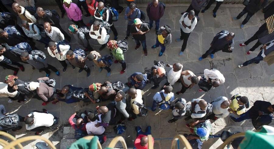Dødsfaldene skete i Zambias hovedstad, Lusaka, da en kirke delte gratis mad ud til omkring 35.000 personer hovedsageligt fra de fattigste slumområder i byen.