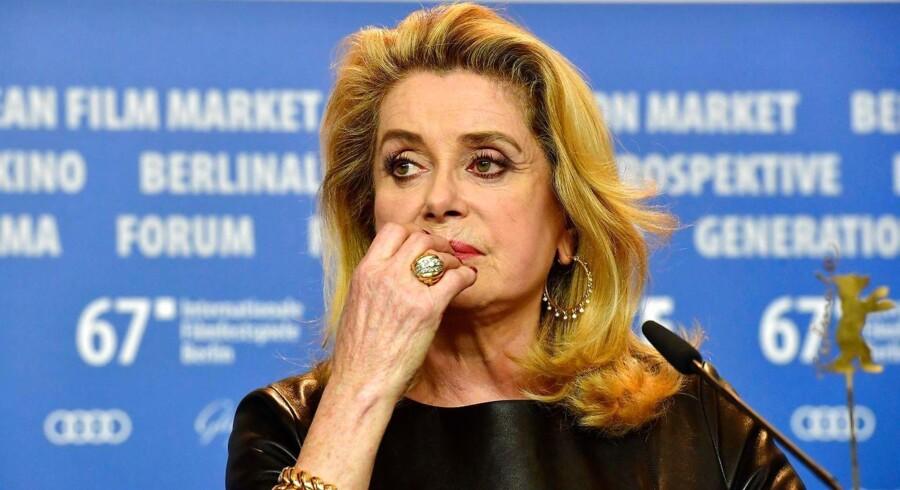Den franske filmskuespiller Catherine Deneuve har udløst voldsom debat ved at kalde metoo-kampagnen for en heksejagt på mænd.
