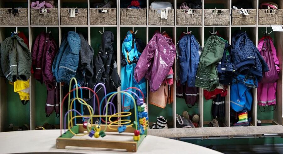 Der bliver endnu mere trængsel i garderoben, hvis 40 københavnske børnehaver følger politikernes opfordring til at øge belægningen på stuerne fra 12 børn til 14.