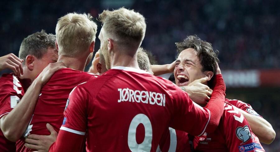 Friends Arena i Stockholm lægger 2. juni græs til en VM-testkamp mellem Danmark og Sverige. (Foto: Liselotte Sabroe/Scanpix 2017)