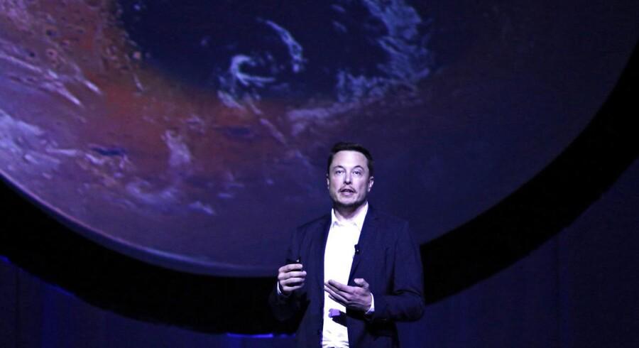 Elon Musk, grundlægger af Tesla og SpaceX, er klar til at sende raketter ud i rummet igen efter en eksplosion i efteråret.